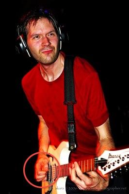 cara memegang pick gitar paul gilbert